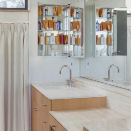 הוסיפו ארון רפואה שקוע בחדר האמבטיה והשירותים